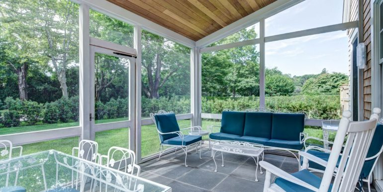 111 Toylsome Ln Southampton_Sunroom