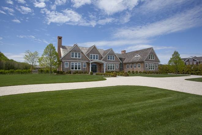 MAGNIFICENT HOME IN BRIDGEHAMPTON