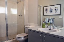 60WhitesLn_Bathroom3